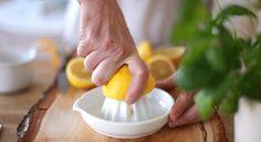 Ottenere agrumi succosi  Per fare sì che dai limoni o dalle arance venga estratto molto succo, gli agrumi vanno messi nel microonde per una ventina di secondi. Sembra quasi un trucco magico, ma vale la pena di provare per credere.