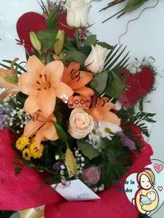 """Ramo """"Eres la mejor mama""""  Composición floral en todos cálidos, con orquídeas, margaritas, gerberas, liliums, eucalipto. Para mamás intrépidas y vitalistas. www.joanafloristeria.com"""