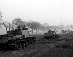 Roads to Berlin is a technique for a decisive blow at the enemy. The 1st Byelorussian front , April 1945. On photo self-propelled artillery units ISU-152 in front of them - medium tanks T-34-85.