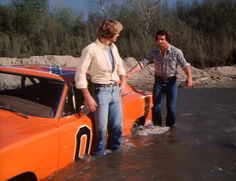Dukes of Hazzard, Bo and Luke get stuck in the creek