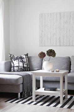 A Showcase Of Modern Sofa Design Examples 23 Living Room Sofa Design, Home Living Room, Living Room Inspiration, Home Decor Inspiration, Design Inspiration, Modern Sofa Designs, Beautiful Interior Design, Design Interior, Home Interior