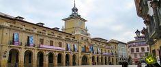 Esta ruta por Oviedo a través de sus plazas nos permite recorrer algunos de los lugares más emblemáticos de la ciudad mientras conocemos parte de su historia sumergiéndonos en sus calles y plazas.
