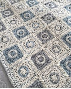 Finish off some projects today Crochet Quilt Pattern, Crochet Edging Patterns, Crochet Squares, Baby Knitting Patterns, Crochet For Beginners Blanket, Manta Crochet, Blanket Stitch, Beautiful Crochet, Crochet Projects