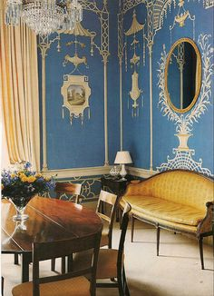 Chinoiserie Murals by Michael Dillon - an Irish mural painter of international acclaim, based in the UK he travels all over the world working with clients to transform their homes into artist masterpieces. Delft, Chinoiserie Chic, Classic Interior, Traditional Interior, Blue Rooms, Plywood Furniture, Furniture Design, Western Art, Wall Treatments