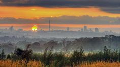 Perfect South African sunrise over Johannesburg, Gauteng. Native Country, Living In Europe, My Land, Countries Of The World, Beautiful Sunset, South Africa, Backdrops, City, Places