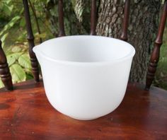 Hey, I found this really awesome Etsy listing at https://www.etsy.com/listing/460276986/vintage-milk-glass-mixing-bowl-with-pour