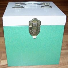 "Vintage Green Metal 45 RPM Vinyl Record Case w/handle 7.5""D 7.5""W VERY NICE!"