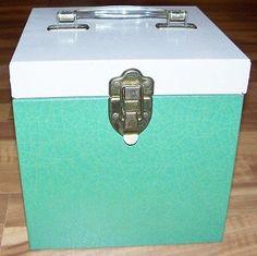 "Vintage Green Metal 45 RPM Vinyl Record Case w/handle 7.5""D 7.5""W VERY NICE!"