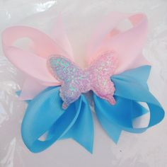 Stunning hair clip for girls! Boutique Hair Bows, Hairbows, Beautiful Butterflies, Make And Sell, Grosgrain Ribbon, Hair Clips, Centerpieces, Butterfly, Watch