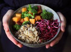 13 Healthy Buddha Bowl Meals Anyone Can Make via bowl recettes automne 13 Healthy Buddha Bowl Meals Anyone Can Make Clean Eating, Healthy Eating, Healthy Cooking, Basic Cooking, Dinner Healthy, Cooking Food, Healthy Food, My New Roots, Whole Food Recipes