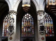 Brüssel, Place Sainte-Gudule/Sint-Goedeleplein, Cathédrale Saints-Michel-et-Gudule/Sint-Michiels en Sint-Goedelekathedraal, Evangelist Johannes und Apostel Andreas (John the Evangelist and Apostle Andrew)