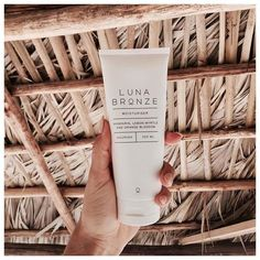 Luna Bronze™ 'Nourish' Daily Moisturiser. Using up to 99% certified organic, natural & naturally derived ingredients, Nourish is a beautiful daily body moisturiser that leaves beautiful, smooth and hydrated skin.  Our signature natural essential oil fragrance of Lemon Myrtle, Orange Blossom & Mandarin will leave you feeling fresh and blissful.