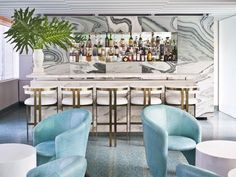Bar at the Avalon Hotel, Beverly Hills by Kelly Wearstler. The dramatically veined Cipollino marble walls contribute to the glamour vibe. Kelly Wearstler, Commercial Interior Design, Commercial Interiors, Design Comercial, Avalon Hotel, Art Et Design, Design Design, Design Styles, Design Trends