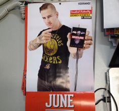 """Matt Sanders (M. Shadows) es """"Mr. Junio"""" en el calendario de Kerrang!"""