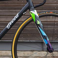 Subtle Frame, Lairy Forks - Me Likey Bicycle Paint Job, Bicycle Painting, Mountain Bicycle, Mountain Biking, Push Bikes, Speed Bike, Bike Frame, Bike Art, Bicycle Design