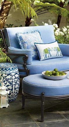 Blue and White ~ really pretty outdoor furniture ~ love the color and detail - Home Accents living room Living Room Furniture, Living Room Decor, Blue Furniture, Living Rooms, Iron Furniture, Couch Furniture, Garden Furniture, Living Area, Home Interior