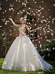 Abito da sposa con scollatura totale  - Amelia Casablanca 2015