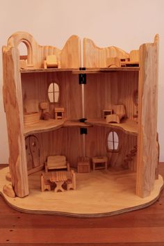Another commission is leaving the workshop this week. This time it is a two storey fairy house furnished with special furniture. Wood Projects For Kids, Kids Wood, Wooden Dollhouse, Diy Dollhouse, Barbie Furniture, Dollhouse Furniture, Got Wood, Homemade Toys, Wooden Diy