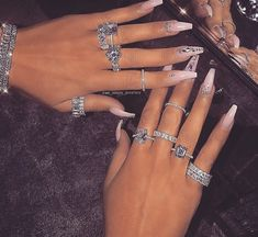 Image about fashion in jewelry/accessories💎 by 𝒬𝓊𝑒𝑒𝓃 𝒦 Hand Jewelry, Cute Jewelry, Body Jewelry, Jewelry Accessories, Jewellery, Bling Bling, Uñas Fashion, Fashion Rings, Fashion Clothes