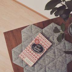 Hot dish quilted pad  – Niebo design - gray - kukka series