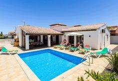 A traditional villa with a private pool! Villa Jardin Canario http://www.villaplus.com/fuerteventura/villas/corralejo/villa-jardin-canario