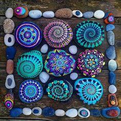 Yuliart #paintedstones #rocksrar #rocks #seapebbles #seatreasures #Mandala #myart #dots #dotting #