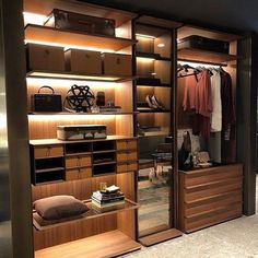 Home Inspiration: 32 Beautiful and Luxurious Walk-In Closet Designs Wardrobe Design Bedroom, Master Bedroom Closet, Bedroom Wardrobe, Walking Closet, Walk In Closet Design, Closet Designs, Dressing Room Design, Dressing Rooms, Modern Closet