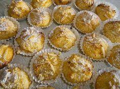 Coquinhos com Amêndoa Ingredientes: 2 Ovos 125 g de Açúcar 200 g de Coco Ralado 1 Laranja 100 g de amêndoa palitada 100 ml de leite Açúcar em pó q.b. Preparação: Bata muito bem o açúcar com os ovos, até duplicar. Adicione o sumo e a raspa da laranja, o coco ralado, o leite e …