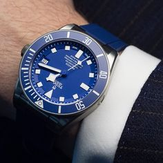 NOW LIVE ONLINE: We get the blues in the best possible way with the new and all improved @tudorwatch Pelagos powered by Tudor's new in-house movement. Your first question, obviously, is so it's a Rolex? The answer and the story in the link ️ #tud