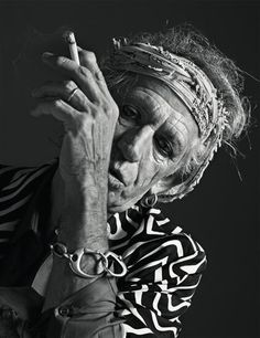 Keith Richards. Guitarrista, cantante, actor, compositor y productor británico. Forma parte de la banda de rock The Rolling Stones.