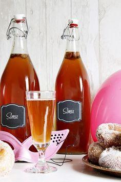 Täyttä elämää Alcoholic Drinks, Goodies, Wine, Bottle, Glass, Liquor Drinks, Sweet Like Candy, Alcoholic Beverages, Treats
