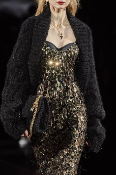 Browse Milan Fashion Week Fall 2020 pictures from the Dolce & Gabbana runway show. Fashion Wear, Couture Fashion, Runway Fashion, Luxury Fashion, Fashion Outfits, Milan Fashion, Beautiful Dresses, Nice Dresses, Couture Dresses