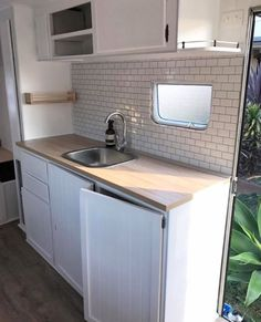 caravan hacks 577445983461466213 - Love this kitchen! stick on tiles and white cabinetry with a little sink Wohnwagen pimpen Wohnwagen pimpen Wohnwagen pimpen Source by Caravan Renovation Diy, Caravan Interior Makeover, Diy Caravan, Caravan Hacks, Caravan Home, Retro Caravan, Camper Caravan, Camper Makeover, Camper Interior
