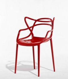 ► Masters, 2010. (Phillipe Stark). Inspirada en las líneas de tres sillas históricas del diseño contemporáneo: la Eiffel Chair de Charles Eames, la Serie 7 Chair de Arne Jacobsen, y la Tulip Armchair de Eero Saarinen.