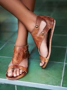 I would wear these every day. Bed Stu Soto Washed Leather Sandal at Free People Clothing Boutique Look Fashion, Fashion Shoes, Womens Fashion, Leather Fashion, Latest Fashion, Fashion Trends, Gladiator Sandals, Leather Sandals, Flat Sandals
