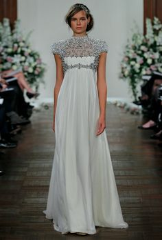 Stunning. I would love to walk down the isle in this...