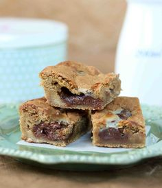 Gooey Nutella Condensed Milk Cookie Bars- going to try with gluten free flour...fingers crossed...