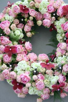 roses ~ wreath Wreaths And Garlands, Floral Wreaths, Crowns, Spring, Flowers, Hearts, Craft Ideas, Touch, Fresh