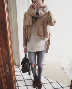 Ich weigere mich noch meine Wintermäntel aus dem Schrank zu holen  Mit dickem Pulli und Schal geht das doch auch irgendwie  Schichtenlook und so... ️  #details #everydaymadewell #fashionblogger_de #fashiondaily #fashiondetails #fashioninspo #fashionist #fashionoftheday #Hamburg #hh #inspo #instafashion #istnichtsokalt #jeanslover #me #mirrorselfie #ootd #outfit #outfitoftheday #scarflove #selfie #streetstyle #styleiswhat #styling #todayiamwearing #whatiwore