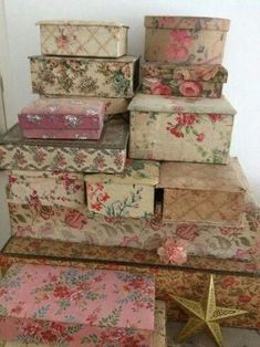 Create Cozy English Cottage Rooms With Floral Chintz Fabric - Shabby Chic-Deko Cajas Shabby Chic, Shabby Chic Boxes, Vintage Shabby Chic, Shabby Chic Style, Vintage Floral, Shabby Chic Crafts, Fabric Covered Boxes, Fabric Boxes, Shabby Chic Interiors