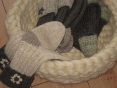 Kissen - Korb 100 % Schurwolle im Kammzug -natur - ein Designerstück von meinZuhause-JB bei DaWanda