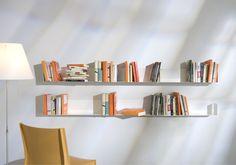 Étagère murale design TEEbooks, Modernisez votre intérieur avec les étagères murales design TEEbooks. #bookshelves #estantes #bucherregale #mensole