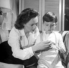 Geraldine Fitzgerald and three-year-old Michael Lindsay-Hogg (1944)