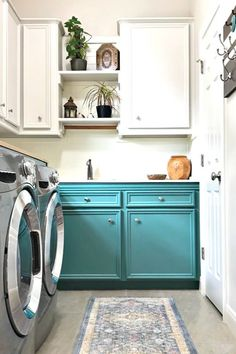 This Colorful Laundry Room Makeover is full of easy DIY updates you can easily do in your own home. This colorful laundry room makeover looks great with boho, farmhouse, and traditional homes. Combine light upper cabinets and colorful green lowers for a fresh, open, light, and bright space. Laundry Room Colors, Small Laundry Rooms, Laundry Room Design, Teal Cabinets, Upper Cabinets, Traditional Homes, Traditional Bathroom, Diy Projects Home Improvement, Laundry Room Inspiration