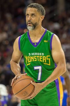 headed-monsters-mahmoud-abdulrauf-shoots-a-free-throw- 937225482