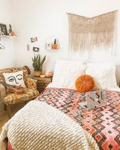 "Nat ⚡️McPherson on Instagram: ""Clean Room = Happy Natalie.  // @urbanoutfittershome #uohome #homedecor #decor"""