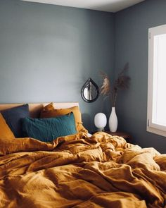 We totally agree: one of the most important things for a cosy bedroom is cuddly linen and serene colours! - My Home Decor Cosy Bedroom, Home Decor Bedroom, Bedroom Wall, Master Bedroom, Bed Room, Bedroom Ideas, Minimalist Bedroom, Modern Bedroom, My New Room
