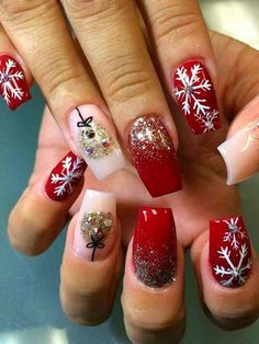 Uñas 16 Classic And Traditional Easy Red Coffin Christmas Nails Designs Holiday Nail Art, Christmas Nail Designs, Christmas Nails, Xmas Nails, Snowflake Nails, Snowflakes, Red Nails, Love Nails, Coffin Nails