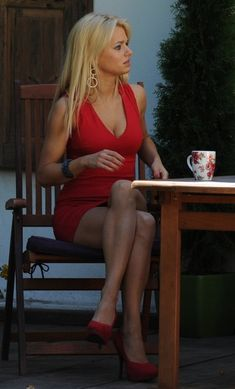 EMILIA  KOMARNICKA .