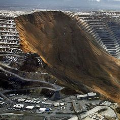 April 2013 - a landslide at the Bingham Canyon Mine in Utah was one of the largest non-volcanic slides in history - at speeds of nearly and depositing enough earth to cover all of Central Park to a depth of 66 feet. Natural Phenomena, Natural Disasters, Panama Red, Mother Earth, Mother Nature, Powerful Pictures, Extreme Weather, Earth Science, Natural Wonders